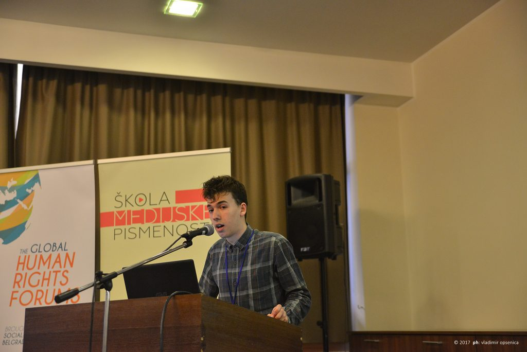 """Alumnista """"Škole medijske pismenosti"""" Veljko Stanojević na otvaranju konferencije"""