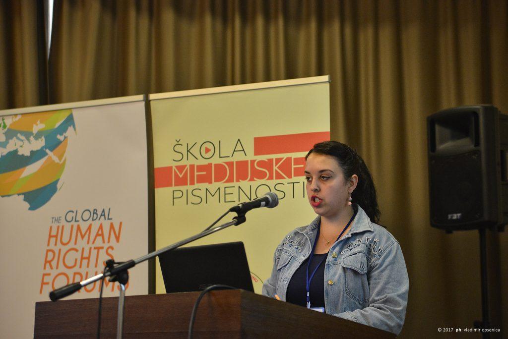 """Alumnistkinja """"Škole medijske pismenosti"""" Katarina Sremčević na otvaranju konferencije"""