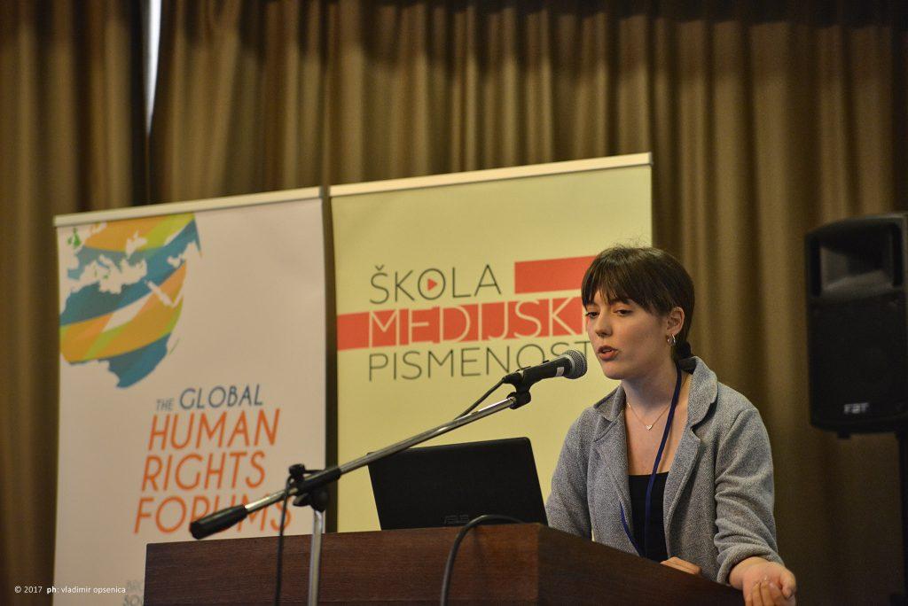 """Alumnistkinja """"Škole medijske pismenosti"""" Milica Lukić na otvaranju konferencije"""